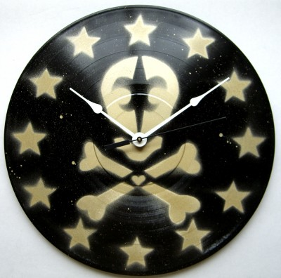 black and gold skull de lis clock